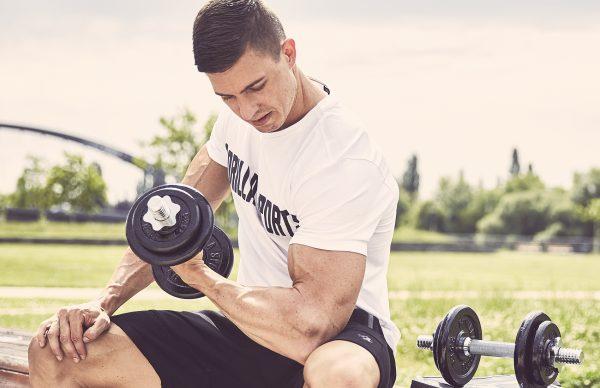 Musculation avec les haltères courts